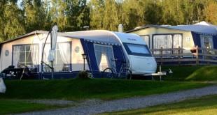 Campingbordet bliver hurtigt familiens samlingspunkt, når I er på ferie